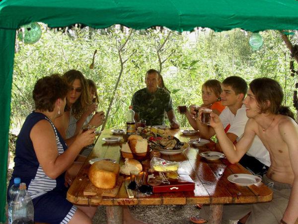 русские девушки летом на дачах с друзьями и на природе фото видео многие другие ребята
